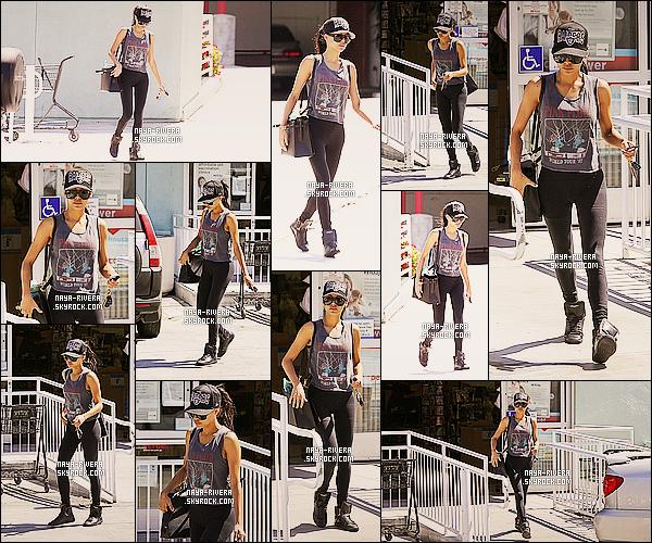* 06/07/14 : Naya  a été aperçue après avoir fait une rapide course dans le magasin    Petco    situé a  Los Angeles. *