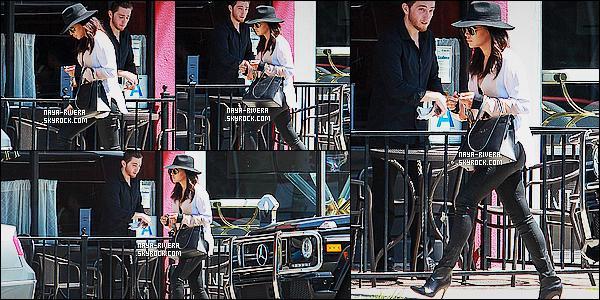 * 09/04/15 :. Naya  a été aperçu toute seule sortant du restaurant     Real Food Daily qui est   situé à Los Angeles.   Une tenue noire et blanche qui est juste magnifique.  Malgré sa grossesse,  Naya nous montres toujours sa classe vestimentaire, sublime  ! *