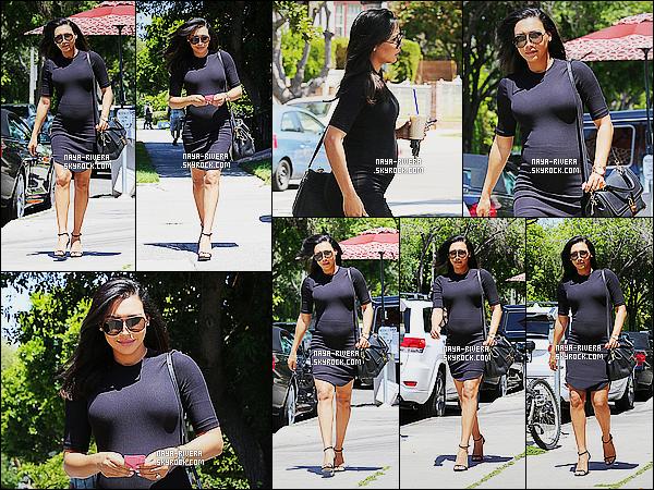 * 16/04/15 : Naya  a été aperçu toute seule et avec un sourire  entrain de se     balader  dans les rues de Los Angeles.     Naya a une nouvelle fois sortit sa robe entièrement noir ou on peut vraiment bien aperçevoir son ventre qui grossit, c'est trop mignon ! *