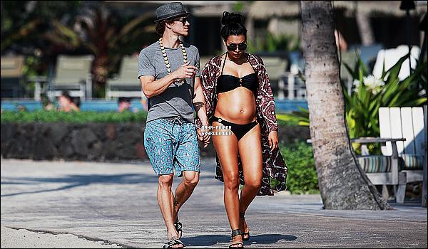 * 17/04/15 : Naya  a été aperçu avec  Ryan Dorsey  entrain de se rendre à      la plage pendant ses vacances à  Hawaii.   On voit que   Naya et son ventre grossit peu à peu et qu'elle n'hésite pas a profité de la plage malgré sa grossesse. Elle est très jolie, TOP  ! *