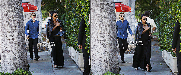 * 12/07/15 : Naya  a été aperçu en compagnie de Ryan se rendant dans le restaurant   Il Cielo dans Beverly Hills.      Naya R. a choisit de mettre une longue robe noire plutôt  adapté au vue de sa grossesse. On peut donc attribuer un TOP pour la tenue  ! *