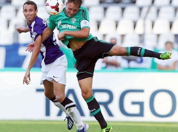 Benedikt Höwedes - Match : FC Nöttingen 0 - 2 Schalke 04 (5.08.2013)