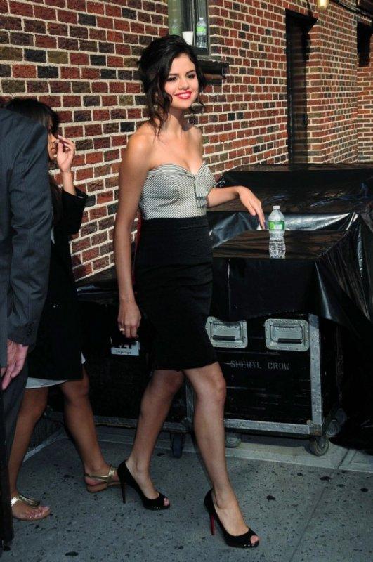 1/09 Selena Gomez : Elle a pleuré pendant deux jours pour un garçon Dans une récente interview, Selena Gomez raconte qu'elle a vécu une rupture très dure. Si dure, qu'elle en a pleuré pendant deux jours !