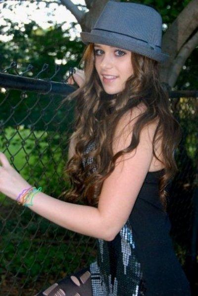 Photos+ Caitlin jouera dans le premier clip de son amie Payton, elle formera un couple avec le guitariste de Payton, nous allons pouvoir voir plus longtemps son jeu d'actrice :)