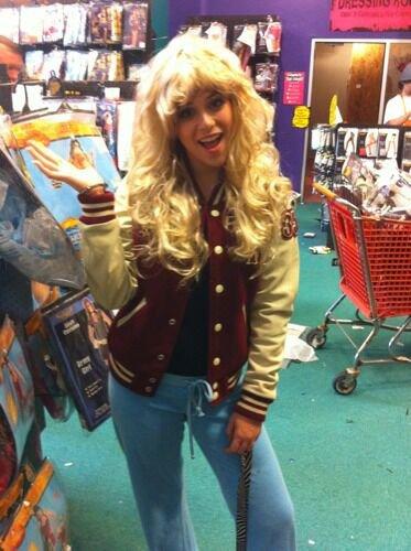 Caitlin, toujours aussi magnifique... en blonde!