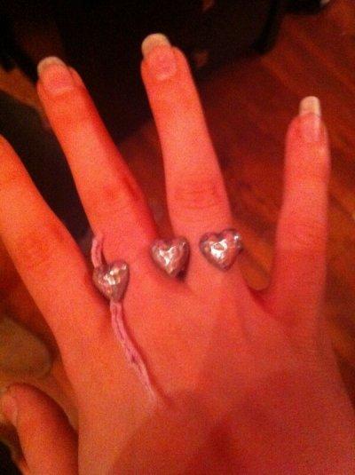 Les longsssssssss ongles de Caitlin, n'a t'elle pas peur de les casser?