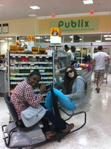 Voici ce qui arrive quand on laisse Caitlin et Ariel dans un supermarché