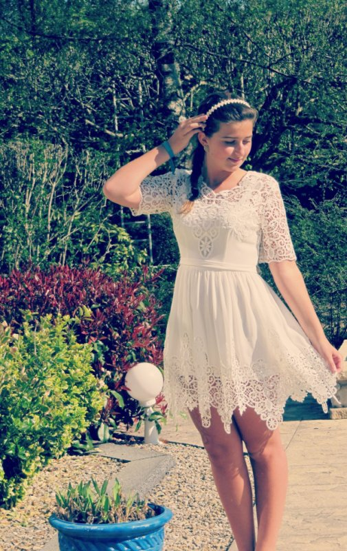 Robe blanche à dentelles