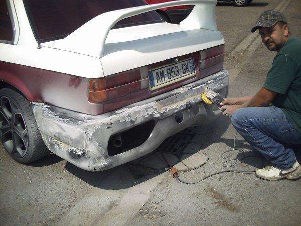 fin de la preparation de la voiture reste que le par choc
