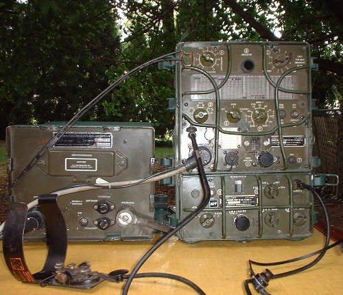 radio militaire GRC9 avec son alimentation casque et manipulateur code morse