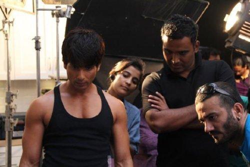 Encore des Photos de Shahid Kapoor sur le Tournage du Spot Bru