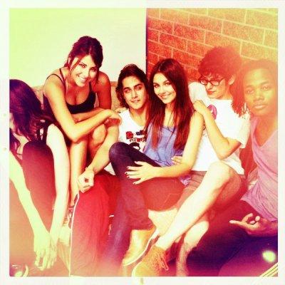 """Victoria Justice & quelques acteurs de la série """"VICTORIOUS"""""""