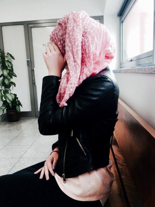 Je n'ai laissé, après moi, aucune fitna (tentation ou épreuve) plus dure pour l'homme, que la femme. » Al-Boukhari et Mouslim