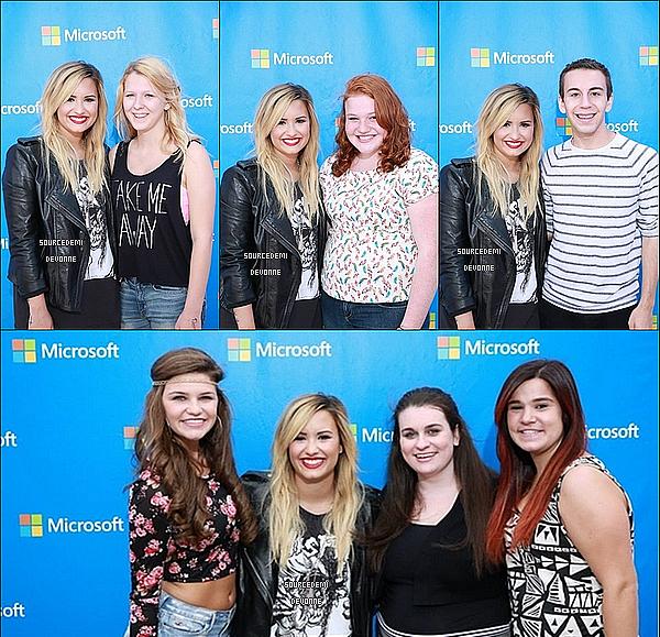 .  21/09 - Demi a performée pour l'ouverture du Store Microsoft, au Bulington, et elle a pris des photos avec ses fans. Demi était radieuse, avis? .