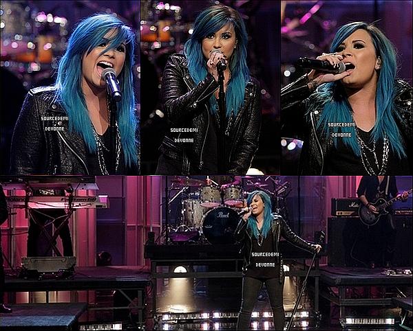 02/10 - Demi a chanté au The Tonight Show With Jay Leno. Elle était juste sublime *-* c'est cheveux j'adore! avis?