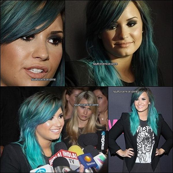 14/10/2013 : Demi était a une conférence de presse À São Paul.