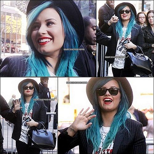 24/10/2013 : Demi a était vue quittant les studios de Good Morning America à New York.