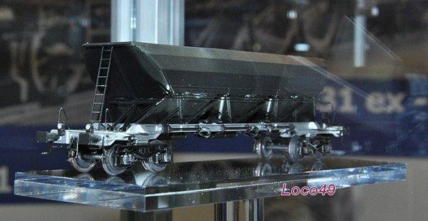 Les nouvelles trémies à ballast Ex 690 de REE montrent leur nez...