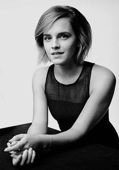 """"""" Les filles ne devraient jamais avoir peur d'être intelligente. """" - Emma Watson"""