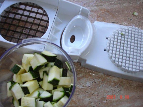 Mon appareil pour couper les l gumes en petits cubes il - Appareil pour couper les legumes en cube ...