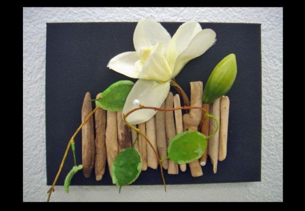 une petite dco pour salle de bain un petit tableau en toile un peu de peinture noire du bois flott une jolie fleur blanche de la colleet voil - Photo Pour Salle De Bain Tableau