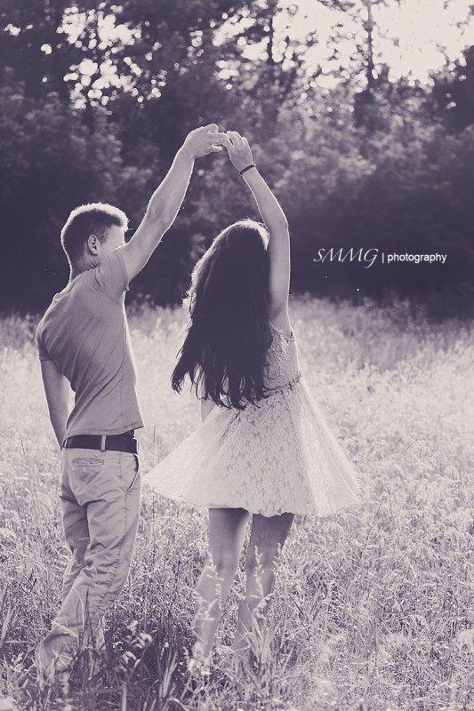 «Les caresses sont aussi nécessaires à la vie des sentiments que les feuilles le sont aux arbres. Sans elles, l'amour meurt par la racine» – Nathaniel Hawthorne