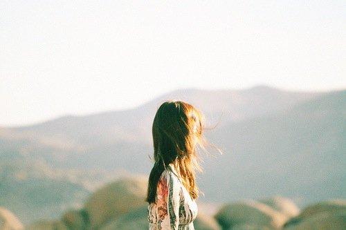 «Le moment présent a un avantage sur tous les autres: il nous appartient» – Charles Caleb Colton