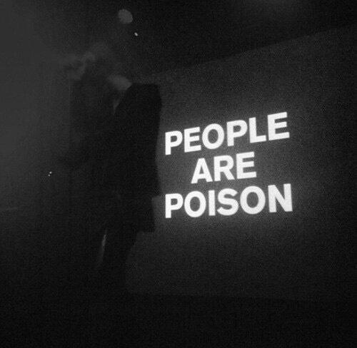 Ne cours pas après les gens.