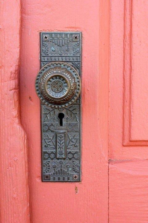 «Toute porte de sortie est une porte d'entrée sur autre chose.»