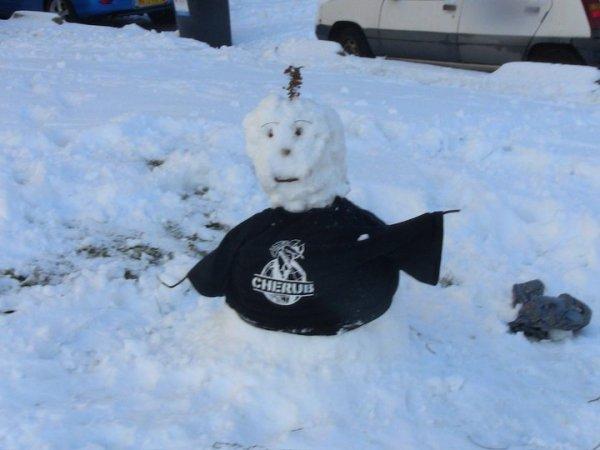 Insolite: Le bonhomme de neige CHERUB
