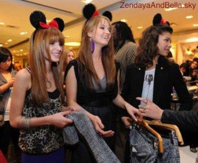 """Forever 21"" Événement VIP Avec Minnie Mouse et les invités Zendaya Coleman , Debby Ryan & Annabella Thorne ."