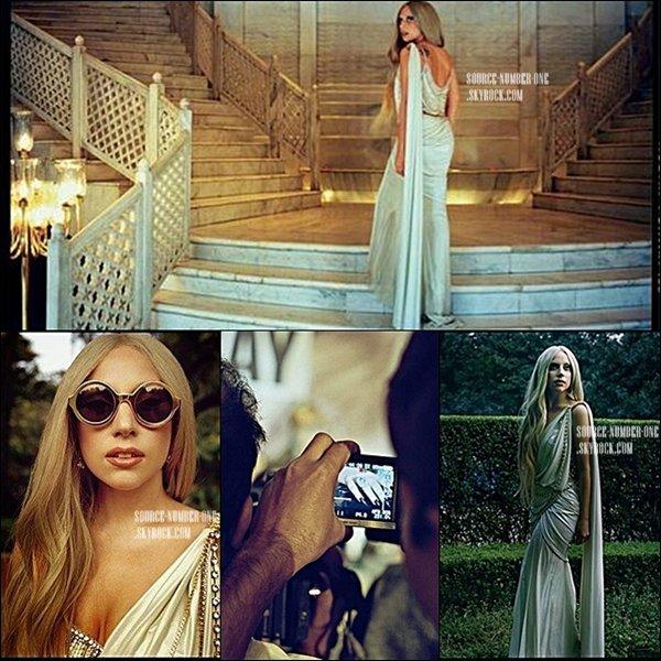 . Lady Gaga a été photographié par le photographe Jamie-James Medina pour le site The Guardian, en Inde le mois dernier. .