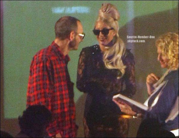 . FLASHBACK : Lady Gaga à l'inauguration du Gaga Workshop à NY, le 21 novembre. .