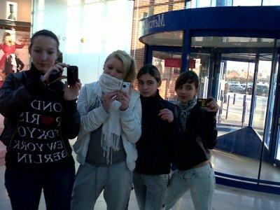(l) Joanna , (l) Olivia ,(l) Samantha et (l) Barbara (l)