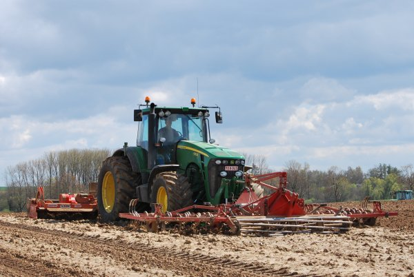 Plantation pomme de terre john deer 8340R et 8530