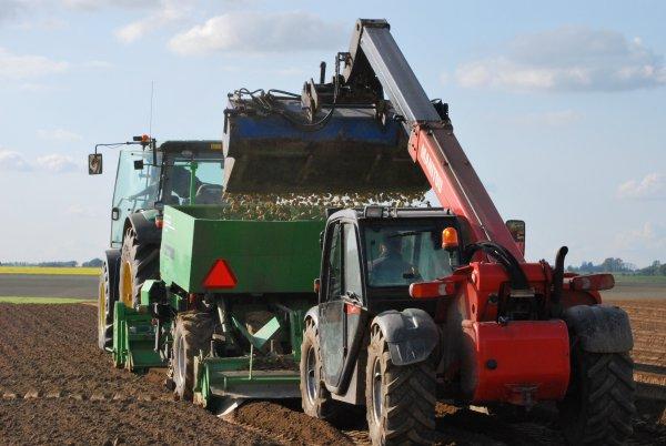 Plantation pomme de terre john deer 7930 avec miedema Structural PM40