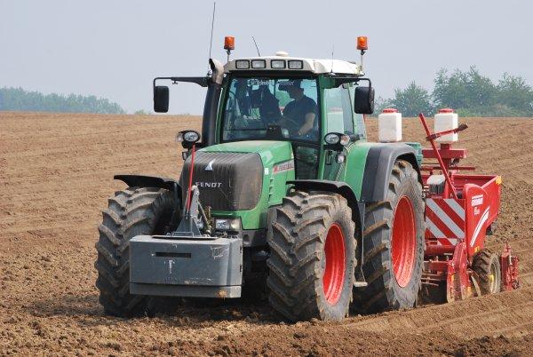 Plantation Pomme de terre Fendt 930 Vario Tms et Un Fendt 920 Vario tout deux avec une grimme GL420