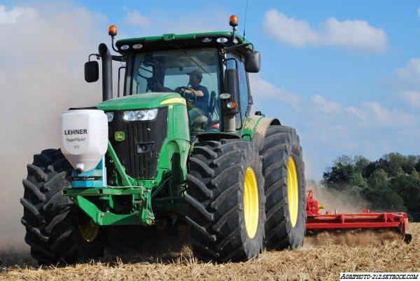 John Deer 7280R Au Semi De Moutarde