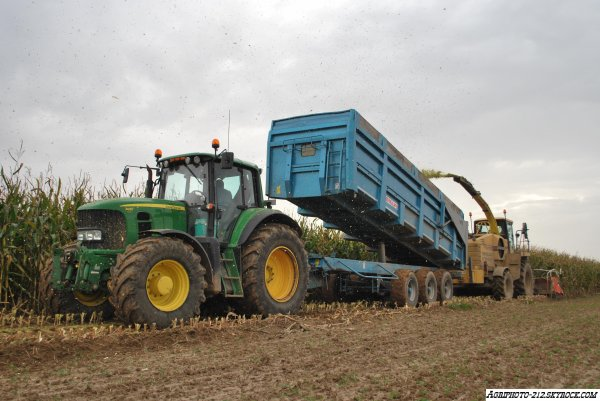 New Holland FX 48 a l'ensilage De Maïs