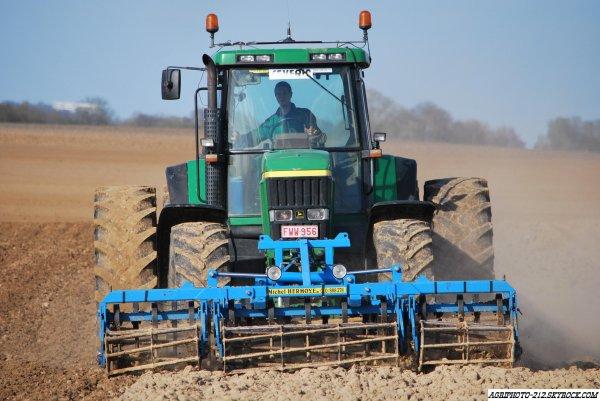 Plantation Pomme de terre avec john deer 8310 un 7710 et un 7820