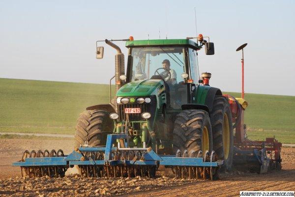 Plantation De Pois Avec 1 John Deer 7820 et 1 John Deer 7920
