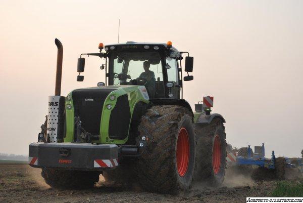 Claas Xérion 5000 avec Lemken Karat et Claas Xérion 3800 Saddle Trac avec Lemeken & Grimme aux pommes de terre