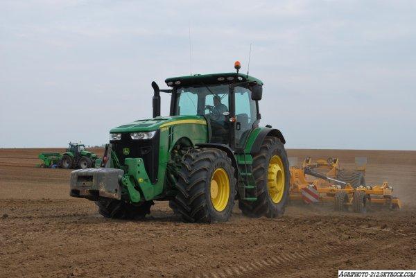 plantation pomme de terre avec un John Deer 8335R un John Deer 8360R a L Appret et a la plantation 2  deutz agrotron x710 + lemken + avr miedema cp42t.