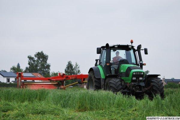 Fauchage Deutz Agrotron M640 avec Pottinger Novacat 307T