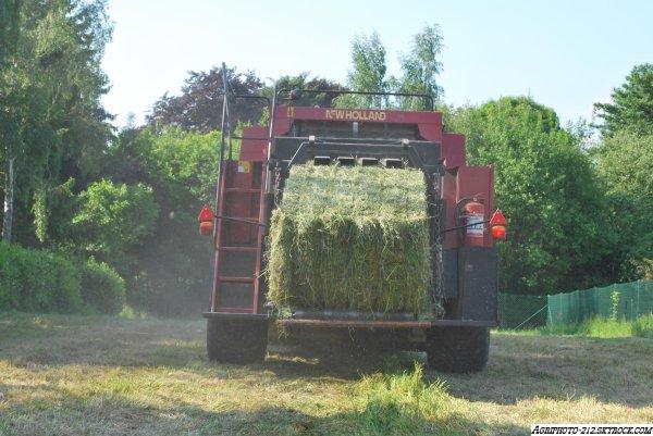 Deutz Agrotron 215 Avec New Holland BB960