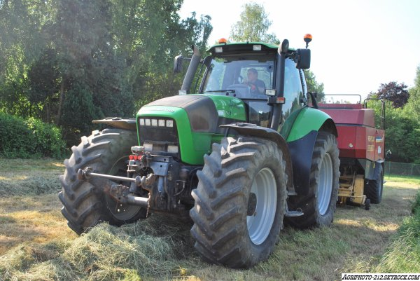 Deutz Agrotron 215 Avec New Holland BB960