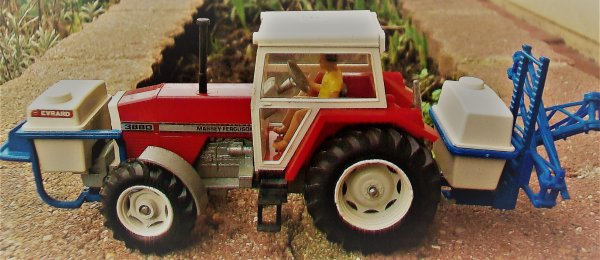 Massey Ferguson 3680+pulverisateur Evrard