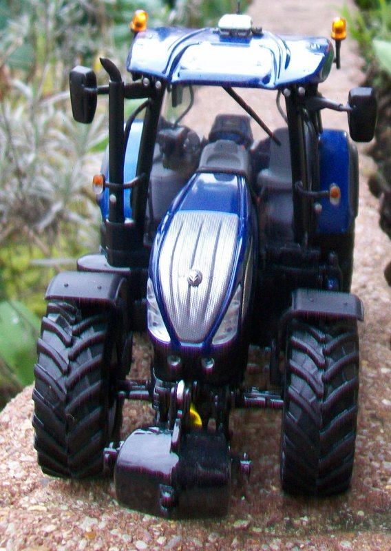 NEW HOLLAND T7 225 blue power