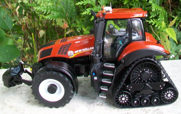 NEW HOLLAND T8 Terracotta SmartTrax  399/500