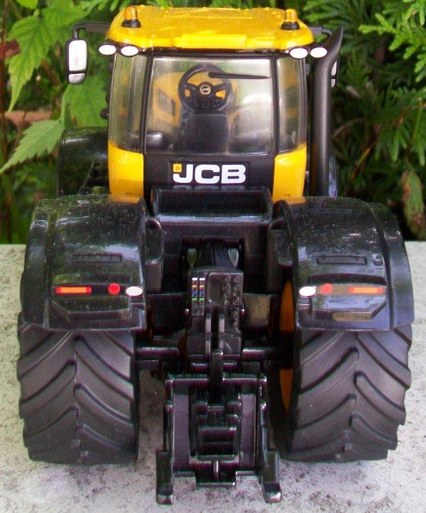 J C B FASTRAC 8330
